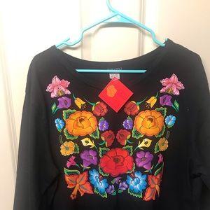 subaku artwea Tops - Long sleeve black t-shirt with floral designs